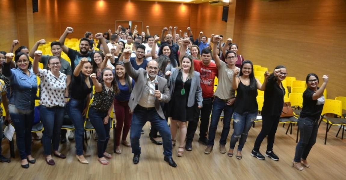 Semana Acadêmica de Farmácia termina com palestra motivacional do coach Tite Carvalho